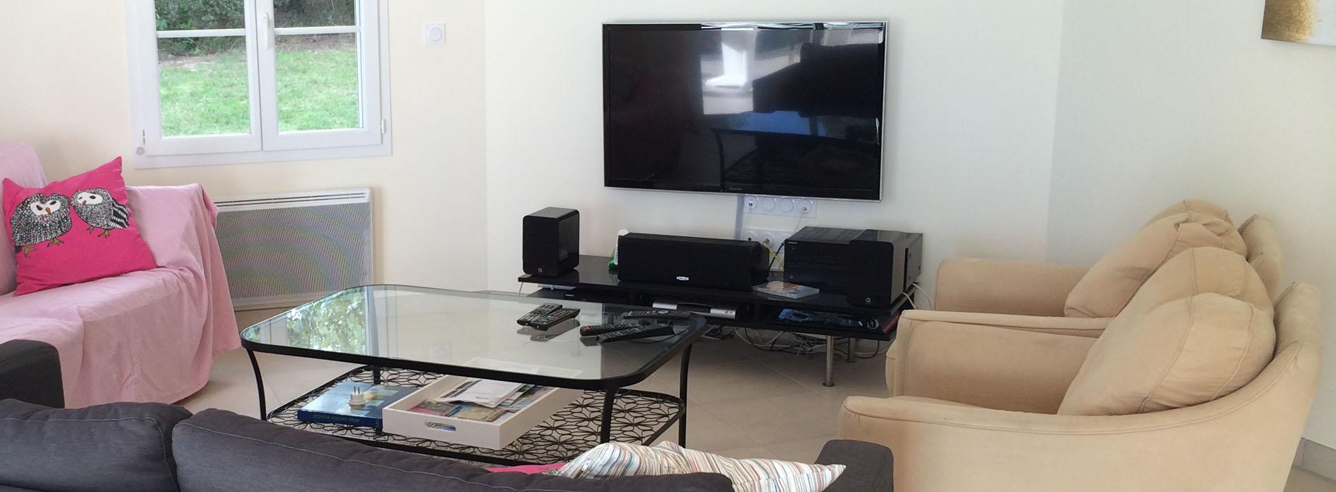 Ol Ron Villa Holiday Home Rental On Ile D Ol Ron Facilities  # Table Tv Avec Home Cinema